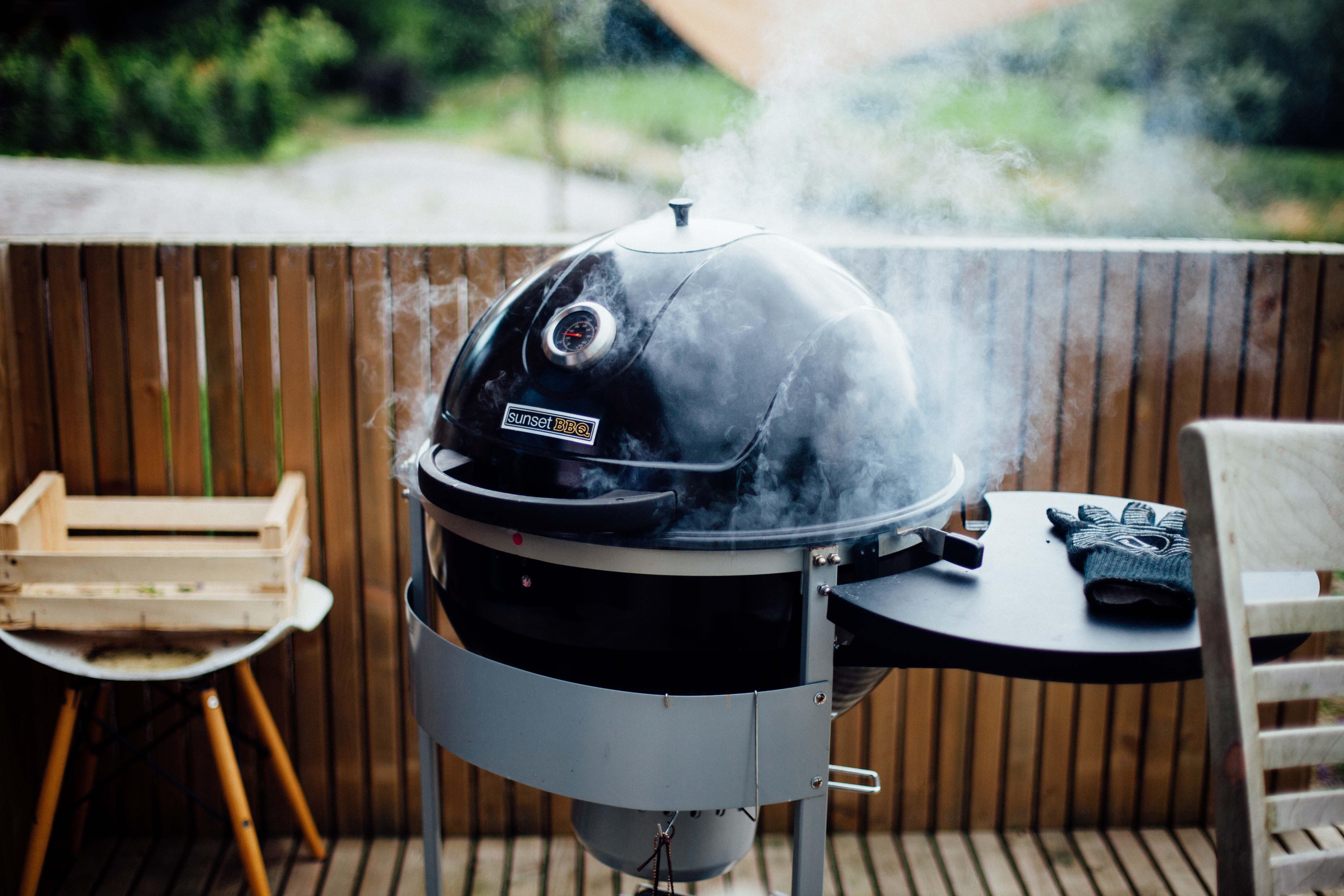 exemple de barbecue sultan barbecue au gaz gris brleurs. Black Bedroom Furniture Sets. Home Design Ideas